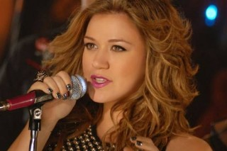 "Kelly Clarkson To Show ""Idol"" Hopefuls How It's Done"