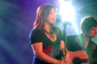 Kelly Clarkson Takes Control In Allentown
