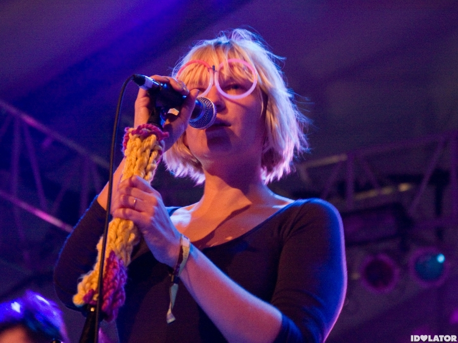sia-coachella-festival-2010-performance-1
