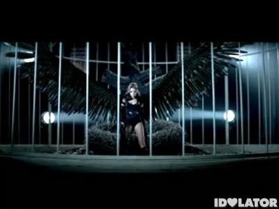 Miley-Cyrus-Cant-Be-Tamed-Video-Cage