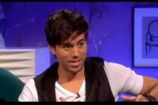 Enrique Iglesias Has A Drink And Drops The F-Bomb On 'Alan Carr: Chatty Man'