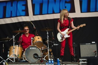 "The Ting Tings Unleash Their New Track ""Hands"" At Wireless Festival"