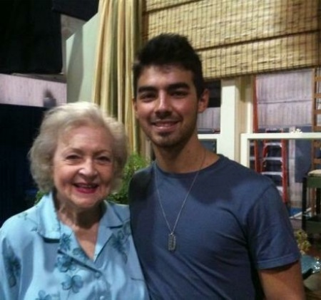 Joe Jonas Betty White Hot In Cleveland
