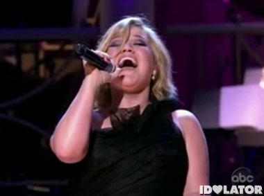 Kelly-Clarkson-America-Celebrates