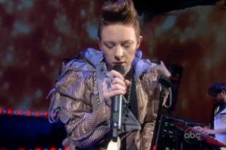 """La Roux Show How """"Bulletproof"""" They Are On 'The View'"""