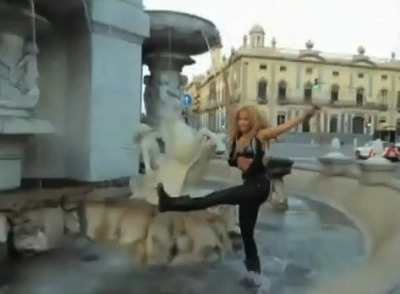 Shakira Loca Video preview fountain