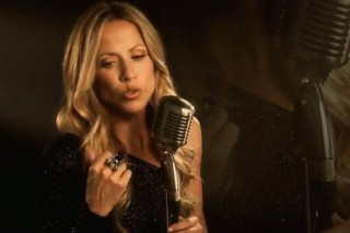 """Justin Timberlake Is A No-Show In Sheryl Crow's """"Sign Your Name"""" Video"""