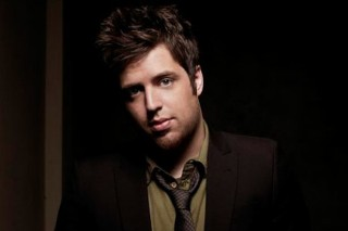 "Lee DeWyze Thanks His Lucky Stars On His Debut Single ""Sweet Serendipity"""