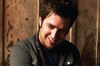 Lee DeWyze Fails To Live It Up, Scores Lowest First Week Sales In 'Idol' History