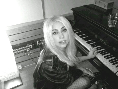 The Morning Mix: Lady Gaga Touches The E