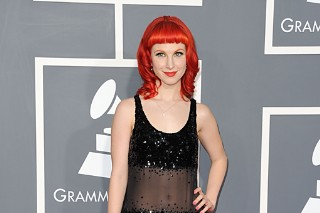 Hayley Williams: 2011 Grammy Awards Red Carpet (PHOTOS)