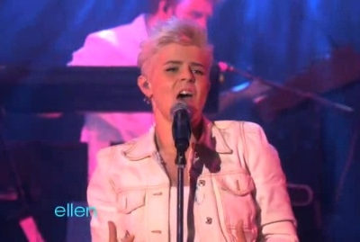 Robyn Dancing On My Own The Ellen DeGeneres Show April 2011