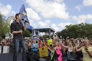 Scotty McCreery Does Disney World (PHOTOS)