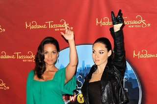 Alicia Keys Meets Her Wax Self At Madame Tussauds (PHOTOS)