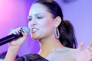 """Pia Toscano Premieres Single """"This Time"""" During Idols Live Tour Stop"""