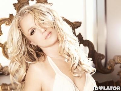 Britney-Spears-Femme-Fatale-575x359