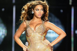 Beyonce Is Pregnant! Knowles Announces Baby News on MTV VMAs Red Carpet