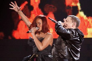 "Rihanna And Eminem Team Up At V Festival For ""Love The Way You Lie"""