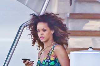 Rihanna Kicks Back In St. Tropez (PHOTOS)