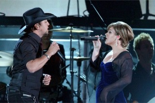 Jason Aldean, Kelly Clarkson Among American Country Awards Nominees