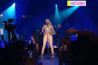 Adam Lambert Wins, Robyn Performs At The MTV O Awards