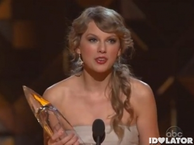 Taylor Swift 2011 CMA Awards Entertainer Of The Year
