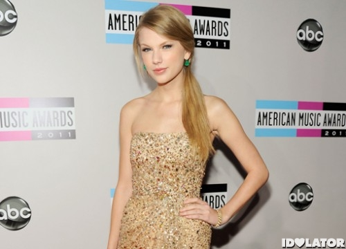 taylor-swift-amas--500x360