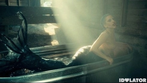 Lady-Gaga-You-And-I-music-video-5