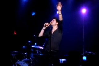 """Robin Thicke Performs The Throne's """"Ni**as In Paris"""" In LA"""