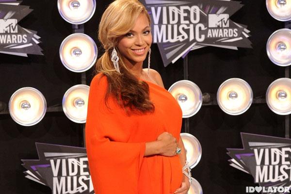 Beyonce-Pregnant (1)