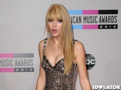Taylor-Swift-Surprised
