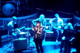 Kelly Clarkson Covers Etta James At Radio City Music Hall