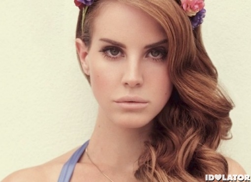 Lana Del Rey flower hair