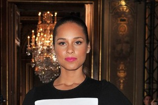 Alicia Keys Wows At Stella McCartney Show In Paris (PHOTOS)