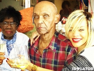rihanna-grandparents-holding