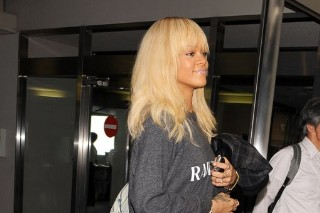 Rihanna Dresses Appropriately For Air Travel In Japan (PHOTOS)