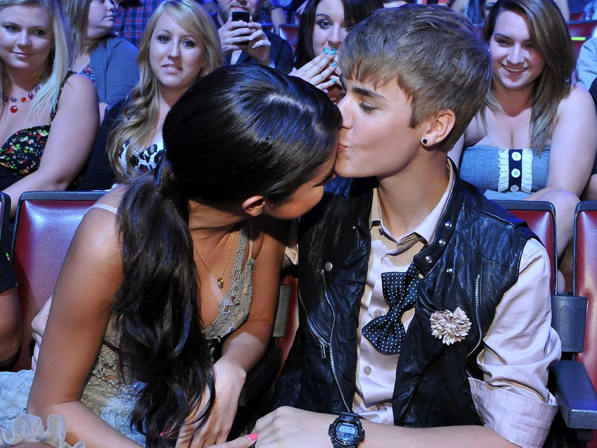 when did justin bieber and selena gomez meet