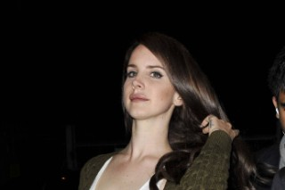 Lana Del Rey: Brunette And Wearing A Guns N' Roses Shirt (PHOTOS)