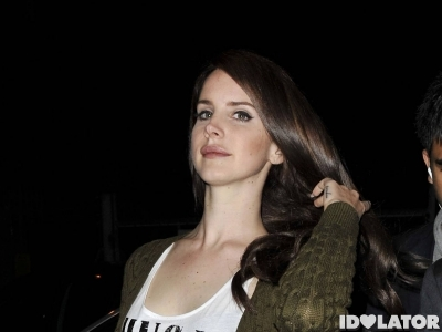 Lana Del Rey: Brunette And Wearing A Guns N' R