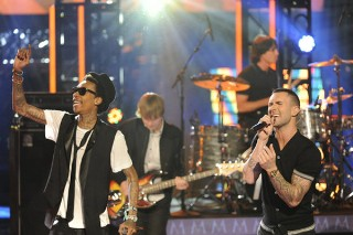 "'The Voice': Maroon 5 & Wiz Khalifa Dial Up ""Payphone""; Two Vocalists Are Cut"