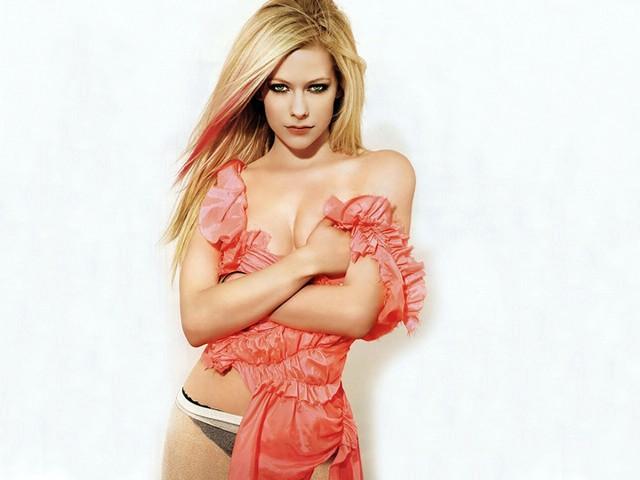Avril Lavigne: Hottest Photos
