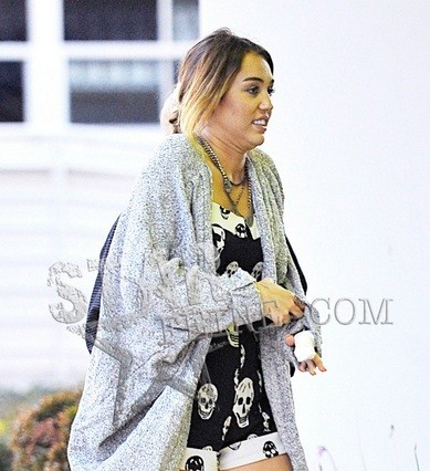 miley-cyrus-hospital-finger