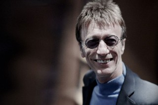 Bee Gee Robin Gibb Awakens From Coma