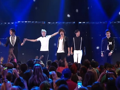 One Direction 2012 Kids Choice Awards What Makes You Beautiful