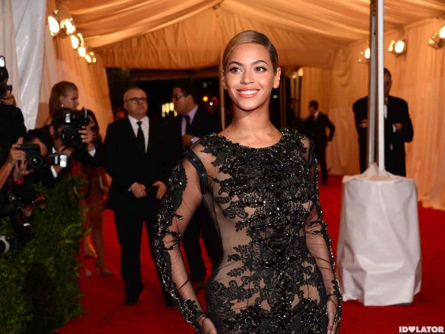 Beyonce Attends 2012 Costume Institute Gala