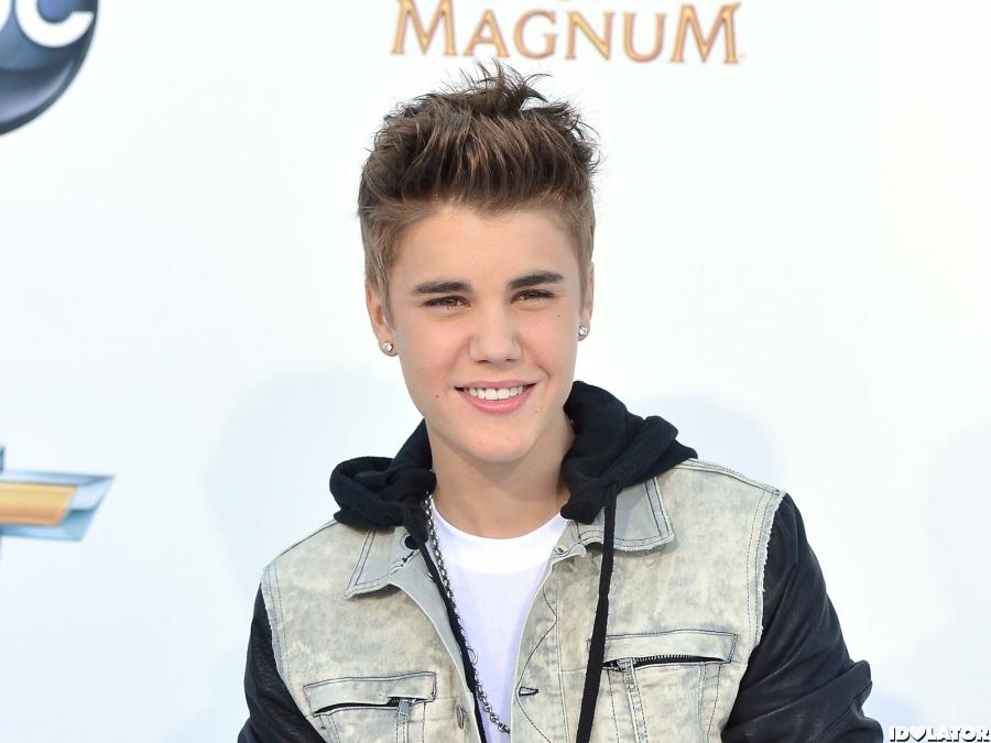 Justin Bieber 2012 Billboard Awards Red Carpet