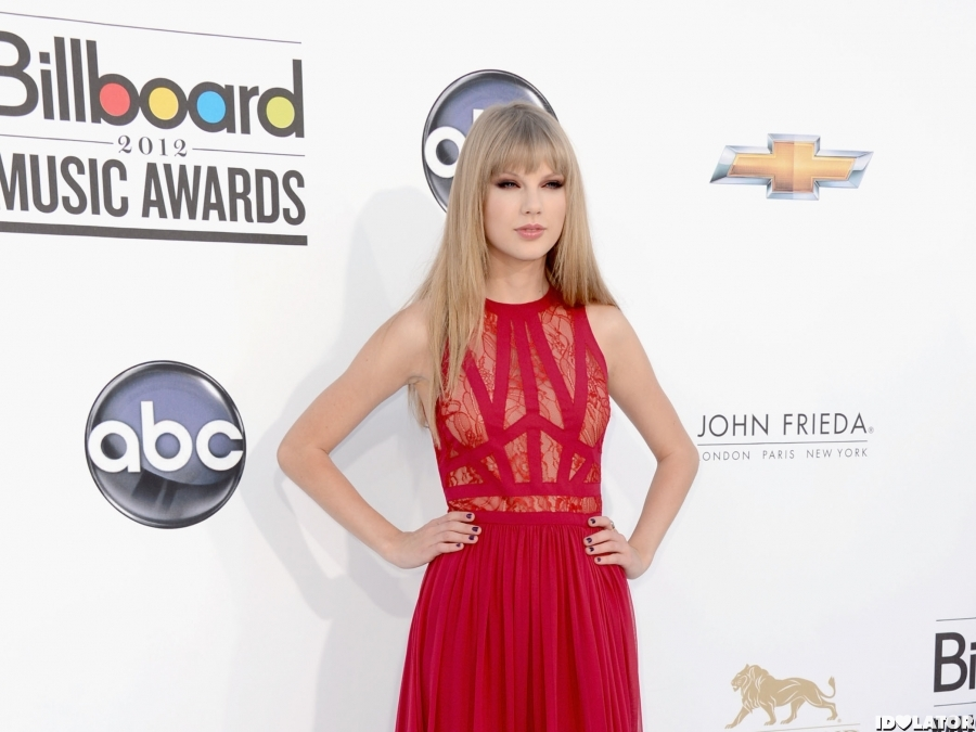 Taylor Swift 2012 Billboard Music Awards Red Carpet