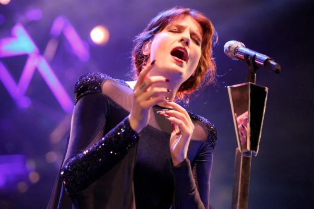 Florence Welch singing performing microphone stage