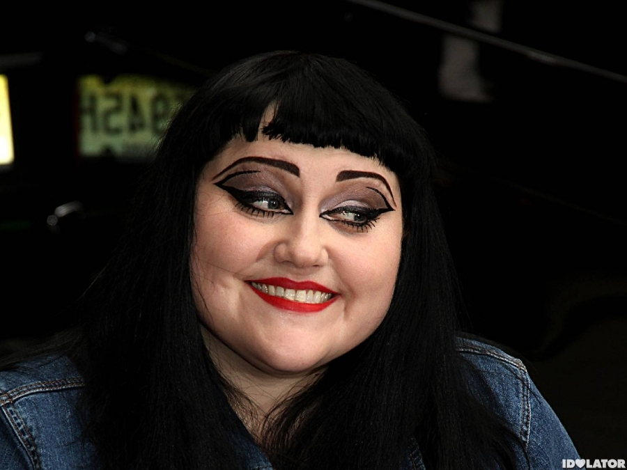 Gossip's Beth Ditto Greets Fans Outside Of 'Letterman' Show