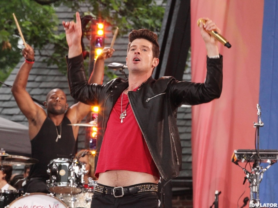 Robin Thicke Performs On 'Good Morning America'